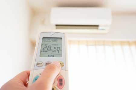 高齢犬に夏のエアコンは必須!適温や節電方法は?